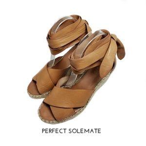Vince Camuto Leddy Tan Wedge Sandal Sz 7.5M